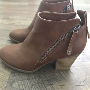 Light brown SM New York Boots